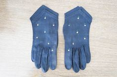 Sweet Vintage Navy Blue Women's Gloves with Tiny by AdoredAnew #vintagefashion #accessories