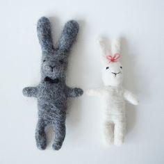 Items similar to Felted bunnies - bride and groom - wedding - bunny pack on Etsy Felt Material, Wedding Groom, Needle Felting, Merino Wool, Bunnies, Imagination, Dinosaur Stuffed Animal, Wire, Toy