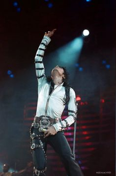 MJ in concert at Wembley 1988