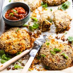 Quick and Easy Baked Thai Chicken Burger Patties Recipe Chicken Mince Burgers, Chicken Patties, Mince Recipes, Cooking Recipes, Healthy Burger Recipes, Healthy Eats, Patties Recipe, Burger Patty Recipe, Whole 30 Lunch