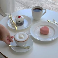 Find images and videos about pink, white and food on We Heart It - the app to get lost in what you love. Comida Picnic, Korean Cafe, Korean Dessert Cafe, Good Food, Yummy Food, Think Food, Cute Desserts, Cafe Food, Foodblogger