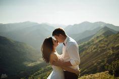 #bride #groom #weddingsession #floral #sesjaslubna #zdjeciaslubne #chasinglight #bridal #slub #pannamloda #mountains #tatry #sesjawgorach