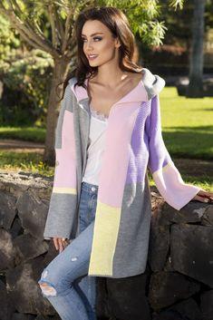 Farebný kardigán - hit tejto sezóny na MGmoda. Pink Sweater, Cardigans For Women, Fashion Addict, Emporio Armani, Outfit Of The Day, Street Wear, Modeling, Blouses, Street Style