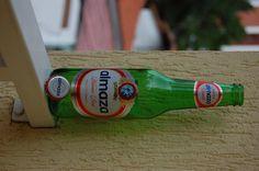 Cerveja Almaza, estilo Standard American Lager, produzida por Brasserie Almaza, Líbano. 4.2% ABV de álcool.