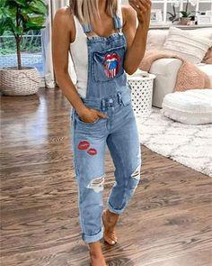 Women's Casual Holiday Ripped Denim Bib Pants - Tout Sur La Mode Féminine Trend Fashion, Fashion Outfits, Jeans Fashion, Style Fashion, Stylish Outfits, Cool Outfits, Suspender Jeans, Jeans Jumpsuit, Printed Denim