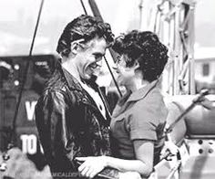 Kenickie and Rizzo. I'm still in love with him lol Grease 1978, Grease Movie, Kenickie Grease, Rizzo Grease, Stockard Channing, Sandy Grease, Grease Is The Word, Best Tv Couples, John Travolta