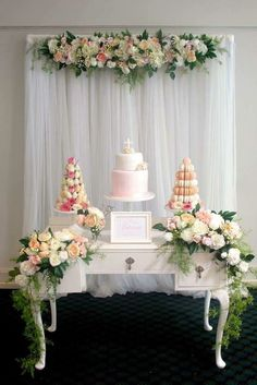 Beautiful & bright cake display,  I love all the elements used in order to have this result!, bravo, <v>
