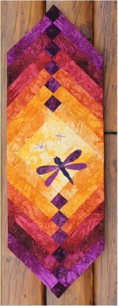 Dragonfly table runner kit using Starr Design hand dyed fabrics. Loving the colour combination. Table Runner And Placemats, Table Runner Pattern, Quilted Table Runners, Quilting Projects, Quilting Designs, Sewing Projects, Small Quilt Projects, Small Quilts, Mini Quilts