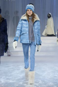 Moncler Grenoble Fall 2017 Ready-to-Wear Collection Photos - Vogue Ski Fashion, New York Fashion, Fashion Show, Fashion Trends, Sporty Fashion, Fashion Women, Moncler, Winter Dresses, Winter Outfits