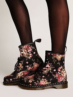 Martens Victorian Floral Docs at Free People Clothing Boutique - kind of loveee these Crazy Shoes, Me Too Shoes, Mein Style, Cute Boots, Looks Style, Sock Shoes, Dr. Martens, Ideias Fashion, Combat Boots