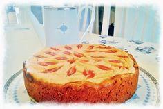 Terveellinen ja kevyempi omena-rahkakakku. Healtier and lighter quark-apple cake baked with coconut oil and coconut sugar. www.pullantuoksuinenkoti.com