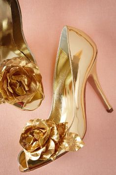 Golden Rose Pumps in Shoes & Accessories Shoes at BHLDN Gorgeous gold shoes Shoe Boots, Shoes Heels, High Heels, Pretty Shoes, Beautiful Shoes, Golden Shoes, 2015 Fashion Trends, Wedding Heels, Rose Wedding