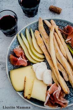 Grissini mit Lievito Madre - Lievito Mamma Dairy, Veggies, Cheese, Ethnic Recipes, Food, Spanish Tapas, Summer Evening, Food Food, Fruit