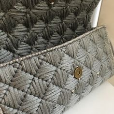 Crochet Bag Tutorials, Crochet Basics, Crochet Clutch, Mixed Media Canvas, Plastic Canvas Patterns, Diy Fashion, Needlepoint, Free Pattern, Throw Pillows
