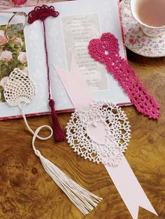 Love them! Projects are small enough that my eyes might be able to handle them. Doilies are just too big for me in my dotage.