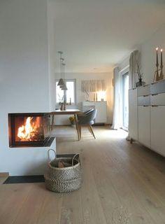 wenn es draußen regnet ... #solebich #einrichtung #interior #wohnzimmer #livingroom #natural #basket #fireplace #kamin #kerzen #candles Foto: glücks kind