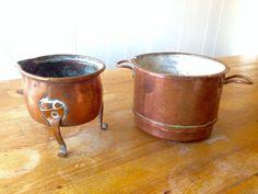 Kobber-potter. h:9 cm, Ø: 9/12 cm. 20 kr /stk på loppemarked i Forum, jan. 2017.