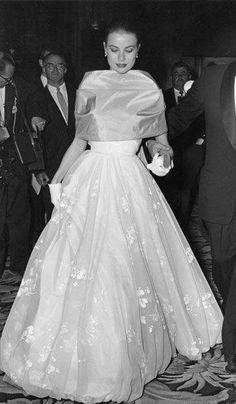 Grace Kelly , at the Oscars, 1956.