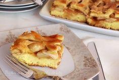 Prăjitură cu mere, rețetă explicată pas cu pas No Cook Desserts, Sweets Recipes, Romanian Desserts, Apple Pie Bars, Looks Yummy, Food Inspiration, French Toast, Food And Drink, Treats