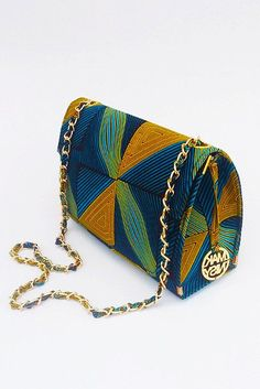 A modern way to style our way across continents – this time, we flaunt bags made from the choicest African Fabrics in the market . This is a sample post for Stylish Gwin Africa, fashion designers and merchants can add their own styles to project on galleries of Stylish Gwin Africa. Take advantage of 'Tags' to give sortable details of your design.  Annie Beaus