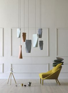 Design: Skrivo Design. Dent lampada a sospensione in ceramica disponibile in due differenti dimensioni.