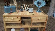 Mueble con cajones de madera de pallets