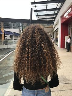 Resultado de imagen para blonde highlights on curly hair