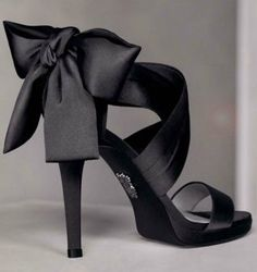 Vera Wang Shoes - love the bow!
