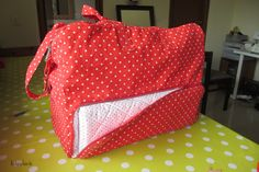 Baby diaper bag plus built in changing mat idea Blog Couture, Diy Couture, Sac Week End, Baby Necessities, Changing Mat, Baby Diaper Bags, Bago, Bag Storage, Drawstring Backpack