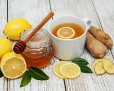 Detoxing Homemade Lemon Ginger Tea-Are you looking for a delicious detoxifying drink to get your liver ready to go in the morning? Try this homemade lemon ginger tea - takes minutes to make. Low Blood Sugar Levels, Lower Blood Sugar, Detox Plan, Tea Recipes, Smoothie Recipes, Vitamine B12, Natural Colon Cleanse, Ginger Tea, Ginger Coffee