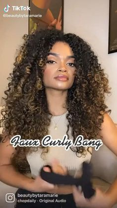 Highlights Curly Hair, Ombre Curly Hair, Brown Curly Hair, Colored Curly Hair, Kinky Curly Hair, Curly Hair Tips, Curly Crochet Hair Styles, Curly Hair Styles, Crochet Curly Hairstyles