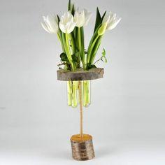 YaU Concept _ yau flori_primavara 2014_aranjament cu lalele si zambile intr-un suport din lemn YaU