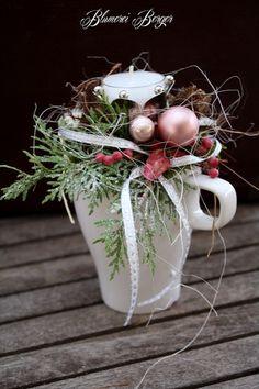 """Weihnachtsdeko - :::: Adventsgesteck """" Tasse """":::: - ein Designerstück von BlumereiBerger bei DaWanda"""