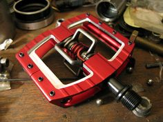 Crankbrothers Mallet Mk3 and DH Pedals Review - Pinkbike