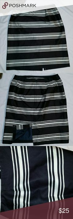 TALBOTS CLASSY BLACK AND WHITE STRIPED SKIRT Talbots Sz 6 gorgeous stripped skirt in black and white. Fully lined, 21 in long. Talbots Skirts