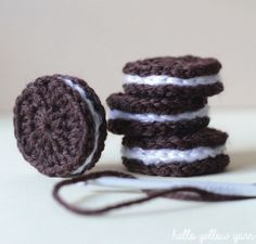 Oreo crochet biscuits