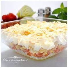 Sałatka warstwowa z kurczakiem i serkiem feta Feta, Polish Recipes, Polish Food, Coleslaw, Food Design, Healthy Desserts, Potato Salad, Cabbage, Food And Drink