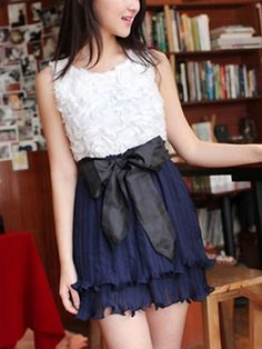 Graceful O-Neck Sleeveless Pleated Chiffon Dress - BuyTrends.com