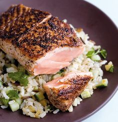 Sumach salmon on brown rice and preserved lemon salad Seafood Recipes, Dinner Recipes, Dried Lemon, Lemon Salmon, Lemon Rice, Preserved Lemons, Brown Rice, Main Meals, Salmon Burgers