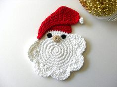 Santa Coasters--inspiration only! Crochet Santa, Crochet Cross, Crochet Motif, Crochet Designs, Crochet Yarn, Crochet Patterns, Crochet Christmas Ornaments, Holiday Crochet, Crochet Snowflakes