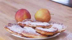 Luftige polske pannekaker, stekte i olje og toppet med melis. Waffles, Pancakes, Zeina, Pizza, Crepes, French Toast, Deserts, Peach, Sweets