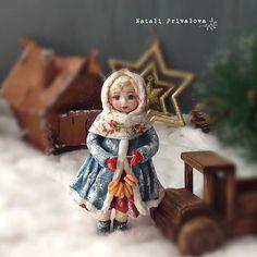 Катя Пряничек (ничего не поделать, на имени настояла младшая дочь ) ватная елочная игрушка. 13 см. Свободна. #ватнаяигрушка #игрушкиизваты #вата #новыйгод #изваты #подарок #елочнаяигрушка