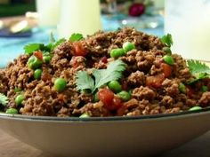 Kheema: Indian Ground Beef with Peas Recipe : Aarti Sequeira : Recipes : Food Network So delicious! Wonder if I could use this for cottage pie with sweet potatoes. Keema Recipes, Meat Recipes, Indian Food Recipes, Chicken Recipes, Cooking Recipes, Ethnic Recipes, Delicious Recipes, Party Recipes, Yummy Food