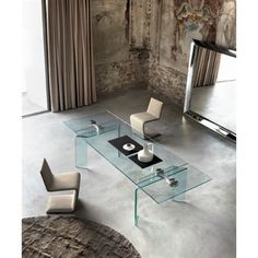 Ray Plus is the #extensible crystal #table for eccellence. Available in 10 sizes, unique #design. by @fiamitaliaspa