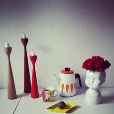 Great arty retro mix with original Rolf™ wooden candle stick in teak, oak and red from freemover.se by Maria Lovisa D