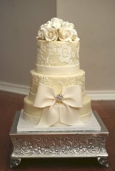 absolutley stunning winter white damask wedding cake.