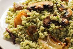This simple herb mushroom barley salad has everything: chewy herbed barley tossed with fresh lemon juice and roasted vegetables.
