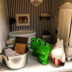 「じゃあ、お洗濯はケロちゃんクロちゃんお願いね」 今知ったのだけども、これはケロヨンではなくケロちゃんクロちゃんらしい 娘になんて言おう #ムーミン #ムーミンハウス #ドールハウス #ミニチュア #moomin #moominmug #muumipeikko #moominhous #miniature #dollhouse #mymoomin