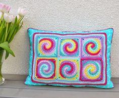 Granny Square Twister pillow by Elealinda-Design www.elealinda-design.de