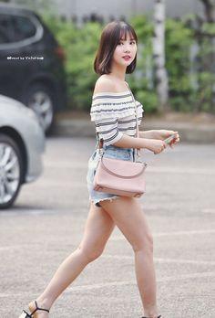 GFRIEND - EunHa 은하 (Jung EunBi 정은비) MuBank commute 170630 #오프숄더 #여자친구 #핑거팁 #짧은반바지